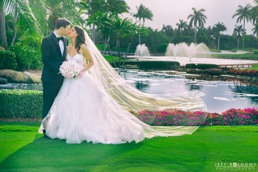 Being the Polo Club is this gorgeous pond with fountains and waterfalls. This was a great place for bride and groom photos.