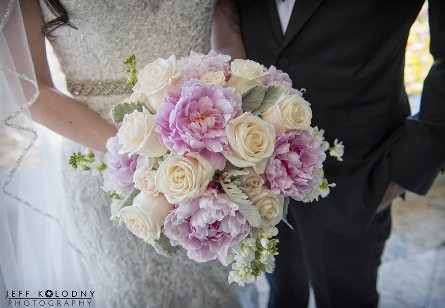 It's a huge plus for a wedding photographer when you get to photograph such lovely flowers!